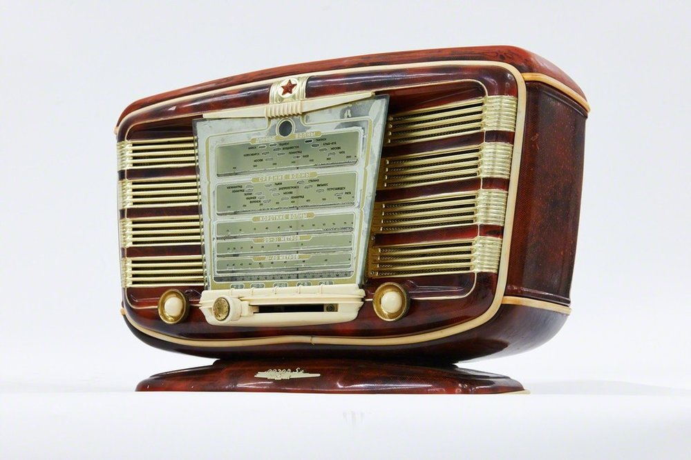 Zvezda, a luxurious radio dated, 1954.
