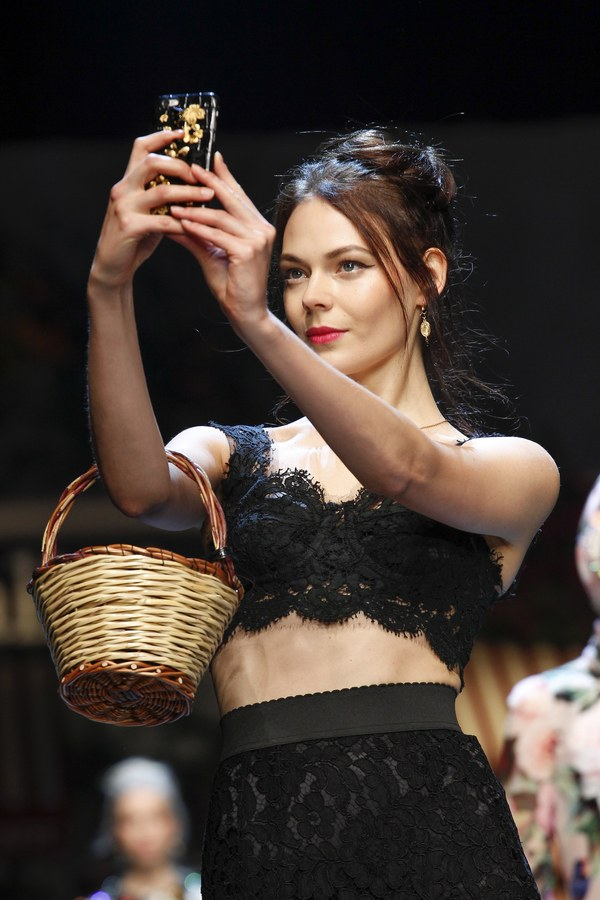 Models taking selfies on the runway at Dolce & Gabbana SS'16 collection show. Photo source:  Vogue  Runway.