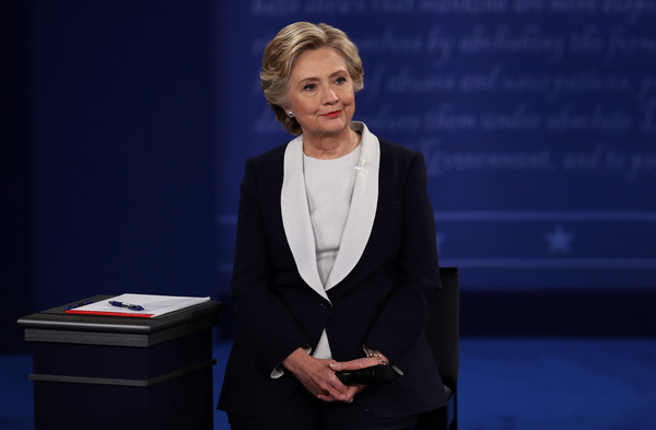 Hillary Clinton wearing a Ralph Lauren suit at the second presidential debate. Photo source: Getty Images.