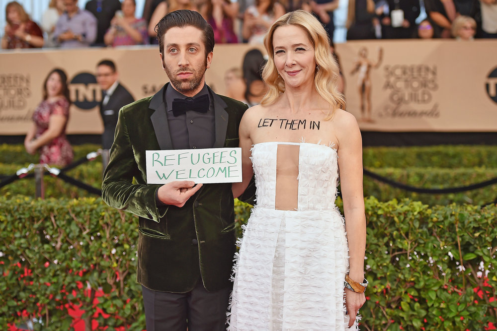 Actor Simon Helberg and actress Jocelyn Towne protesting against the Immigration Ban at the Screen Actors Guild Award 2017. Photo source: Zimbio.
