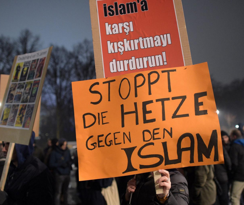 People protest against right-wing initiative Pegida with a sign reading 'Stop agitation against Islam' in Berlin. Photo source: Pegida Sean Gallup/Getty Images