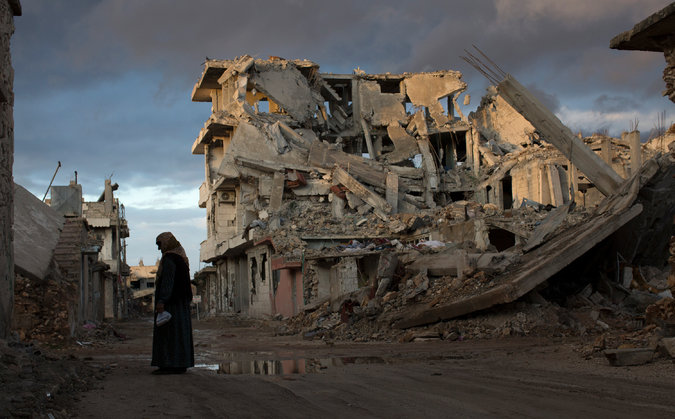 Ten months after coalition airstrikes. Kobani, Syria. Photo by Cre Tyler Hicks for The New York Times.