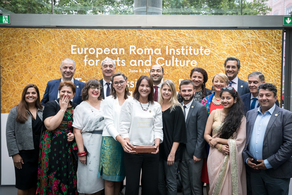 THE EUROPEAN ROMA: NEW VOICES, NEW DEFINITIONS