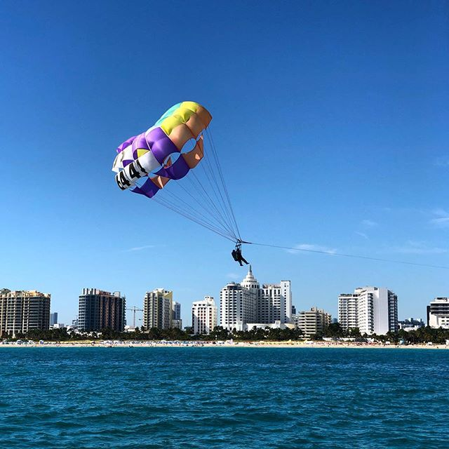 A truly #unique #miami experience. #parasailing #miamibeach #southbeachparasail #southbeachmiami #bucketlist #yolo #loewsmiamibeach @loewsmiami