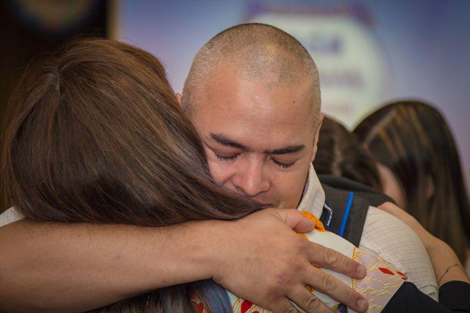 Abraçar é compartilhar esperança.