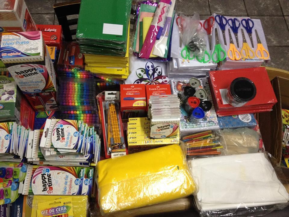 Doadoras das 11 caixas de materiais escolares