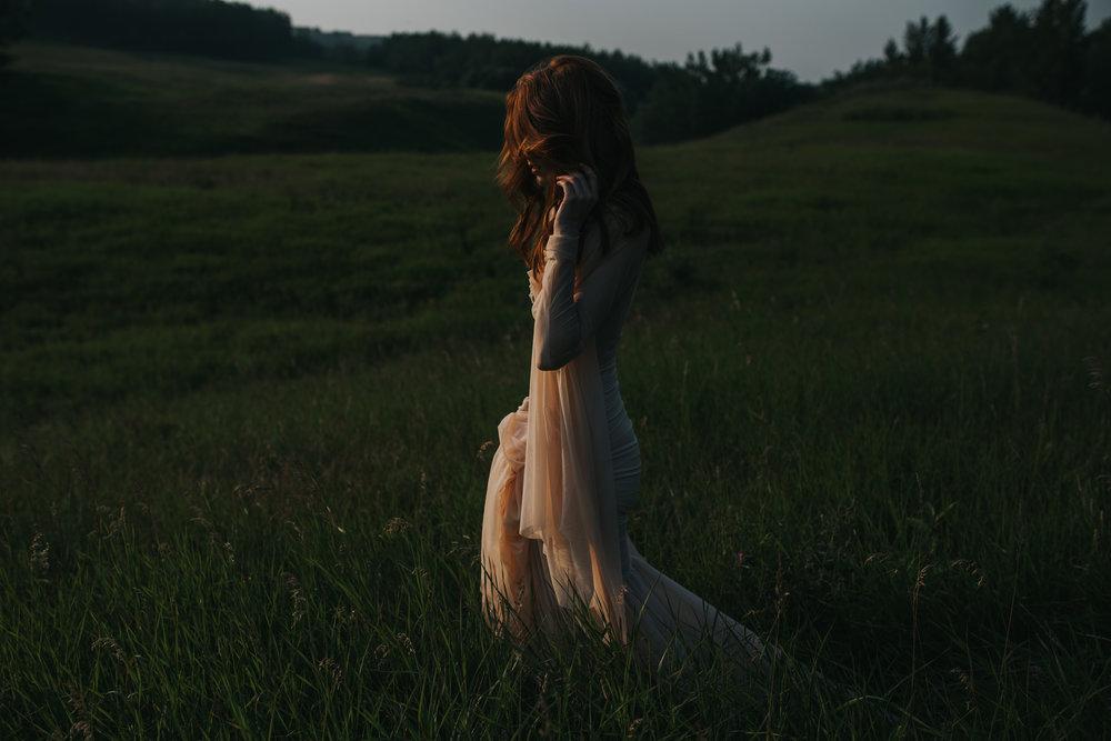 CalgaryWeddingPhotographer-SueMoodiePhotography-EloiseYaskiw-NRTFashions-PinkDress-1.jpg