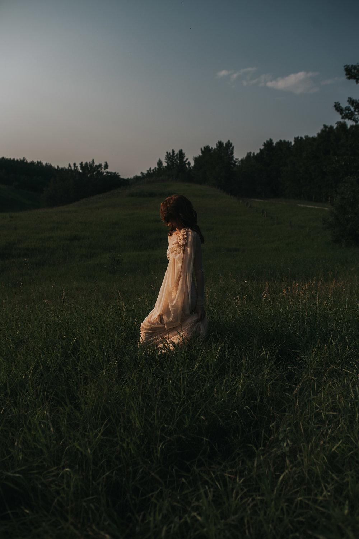 CalgaryWeddingPhotographer-SueMoodiePhotography-EloiseYaskiw-NRTFashions-PinkDress-6.jpg