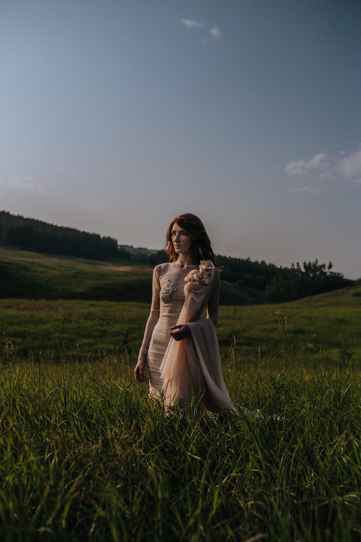 CalgaryWeddingPhotographer-SueMoodiePhotography-EloiseYaskiw-NRTFashions-PinkDress-7.jpg