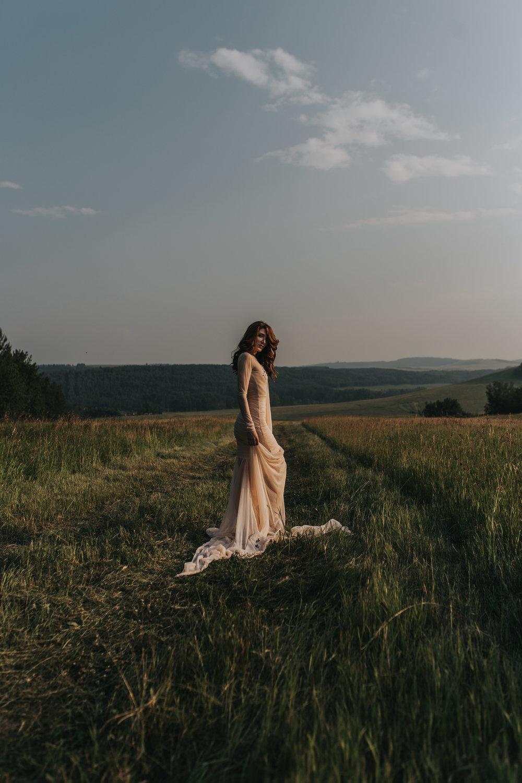 CalgaryWeddingPhotographer-SueMoodiePhotography-EloiseYaskiw-NRTFashions-PinkDress-10.jpg