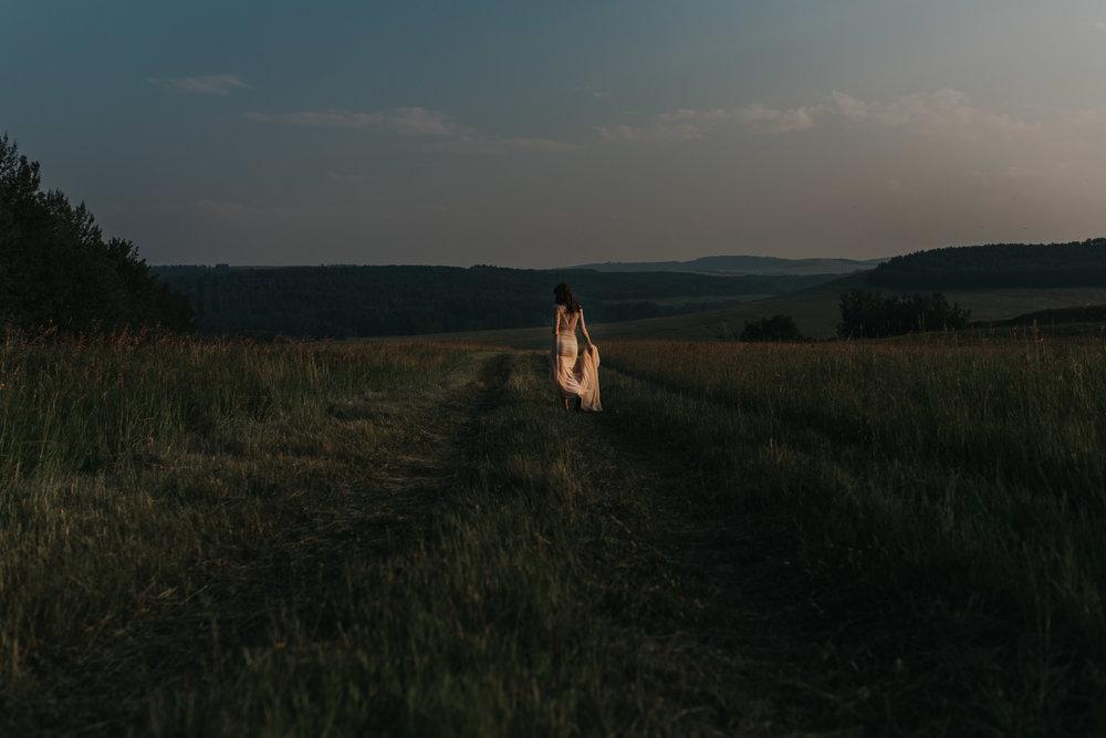 CalgaryWeddingPhotographer-SueMoodiePhotography-EloiseYaskiw-NRTFashions-PinkDress-32.jpg