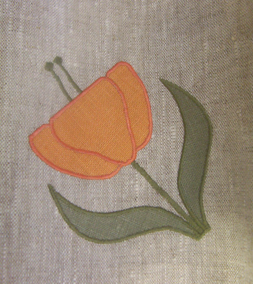 Flower appliqués: Click   here   to view appliqué designs of poppies, rose, iris and more