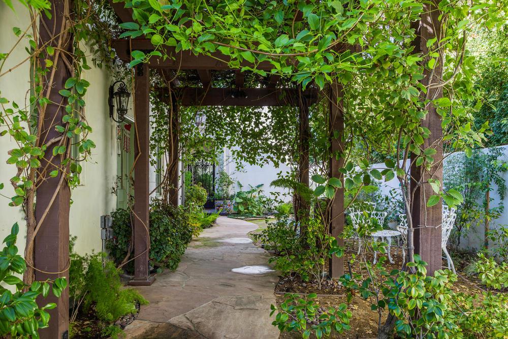 02 Classic Montecito Spanish-large-002-Courtyard-1500x1000-72dpi_0.jpg