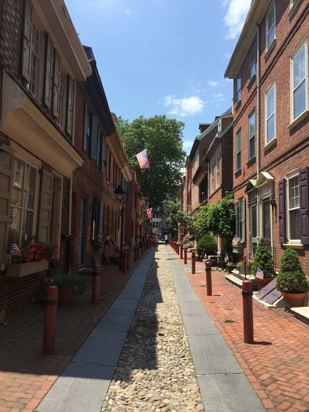 Elfreth' Alley - the oldest continually residential street in America