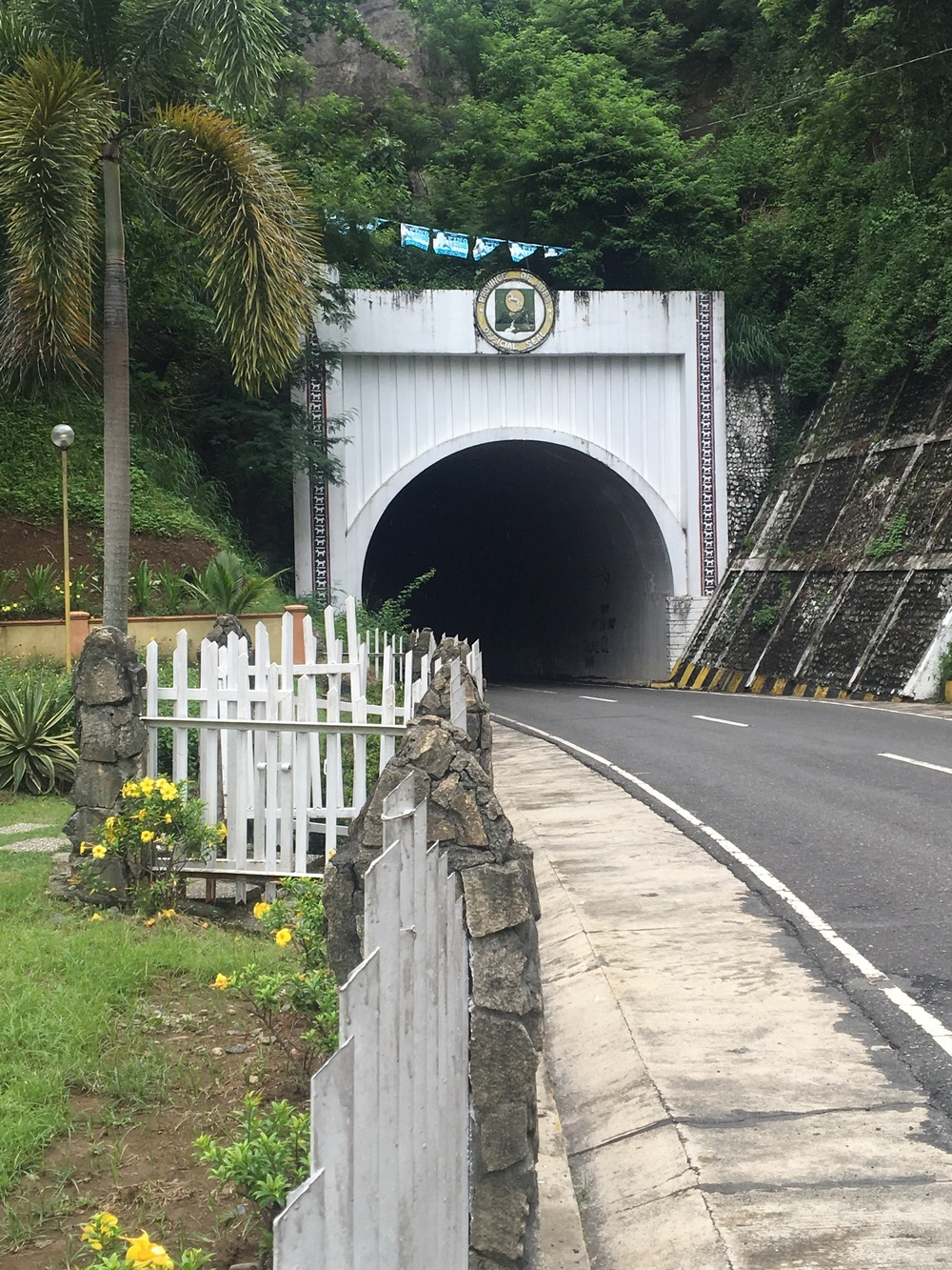 The tunnel leading into Abra