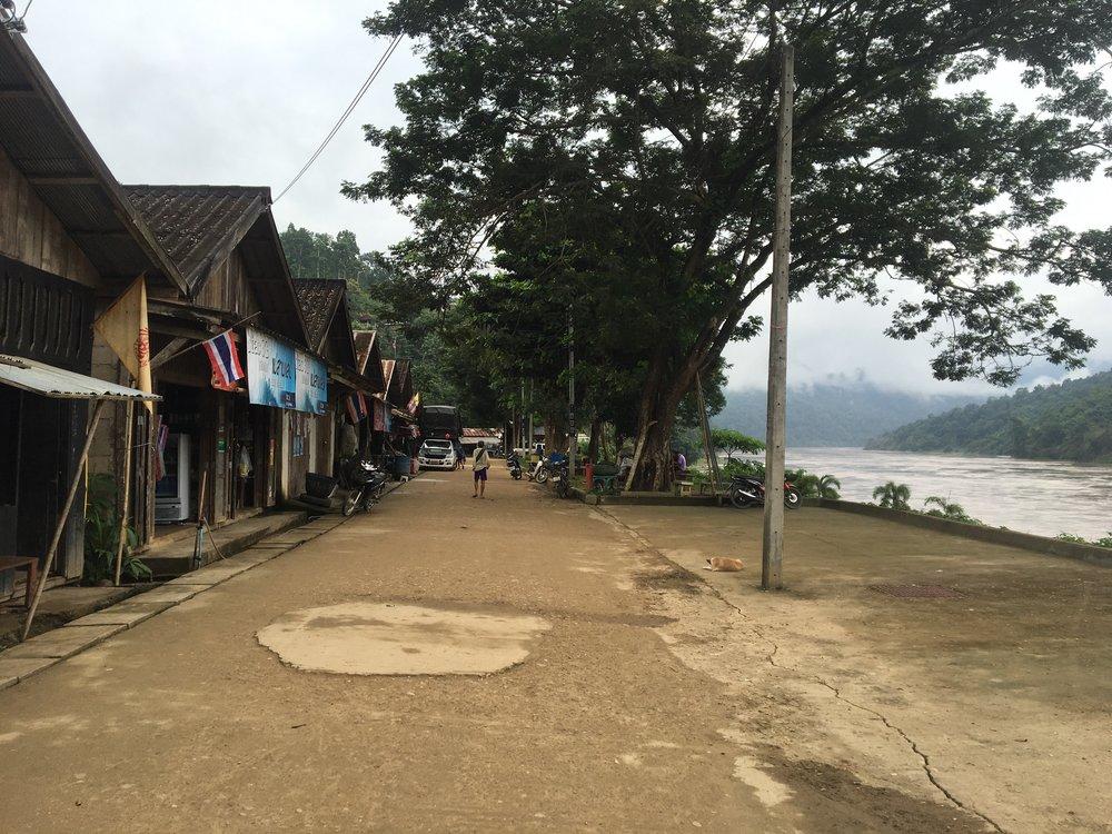 Downtown Mae Sam Laep