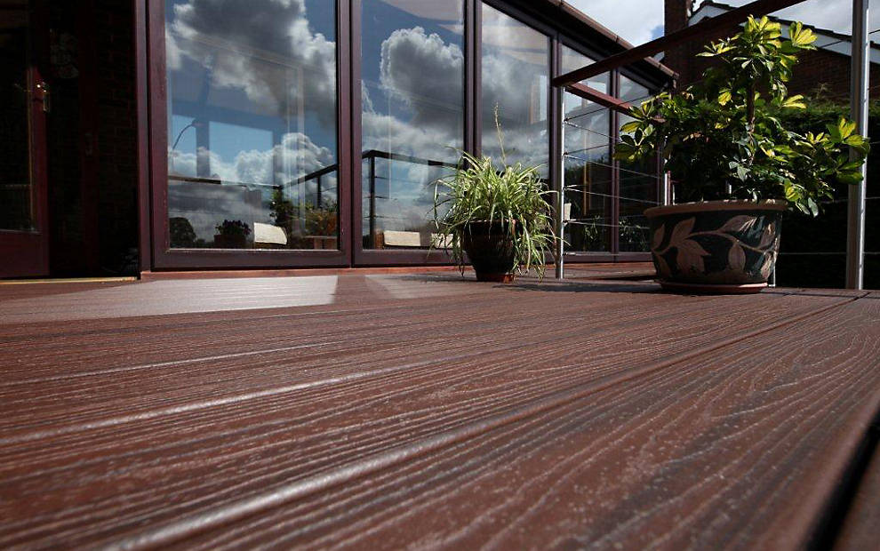 trex-transcend-decking-spiced-rum-boards-uk-closeup.jpg