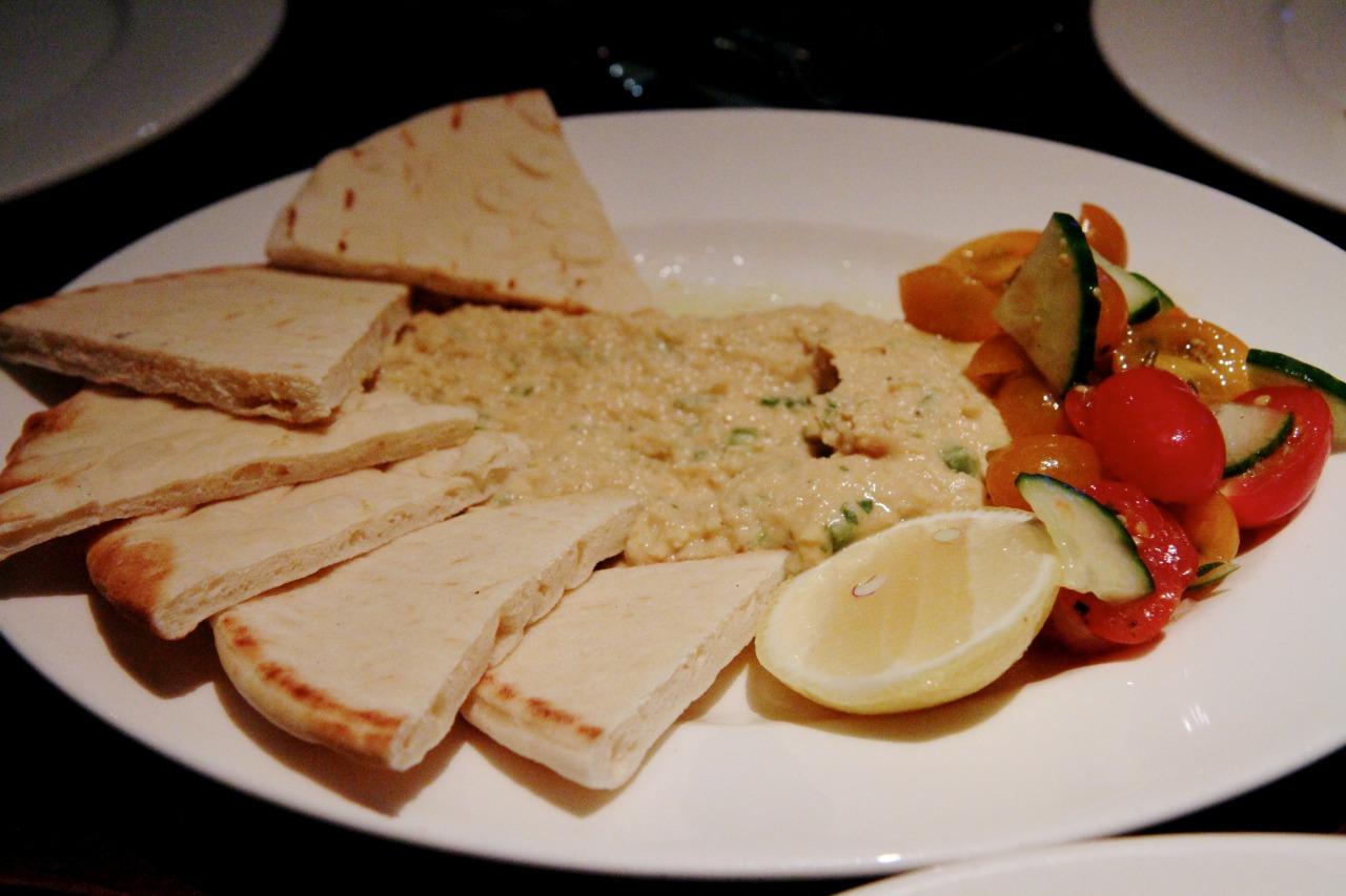 Hummus, vegetables, warm naan