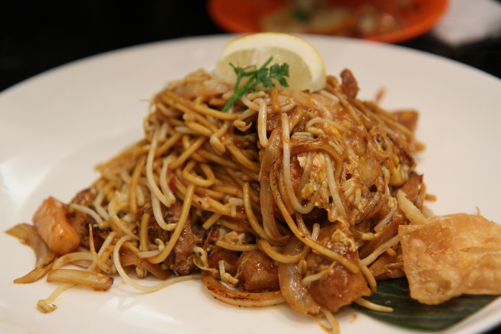 Vegetarian Mee Goreng | Mamak style fired noodle with beansprout, tofu, fritters in special sauce