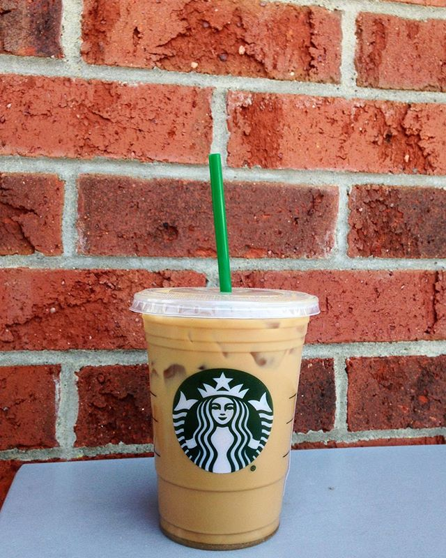 Lunch outside & summer vibes ☀️☕️🌻 #tobeapartner