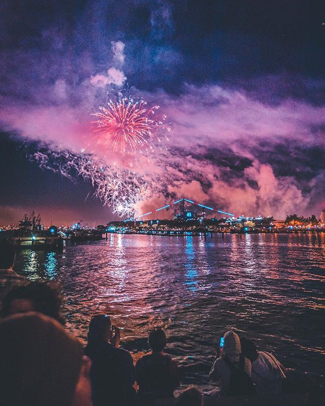 🇺🇸 this is America 🎆 Nothing like watching an amazing firework show with the USS Midway in the distance. Have fun and be safe everyone. #bigbayboom