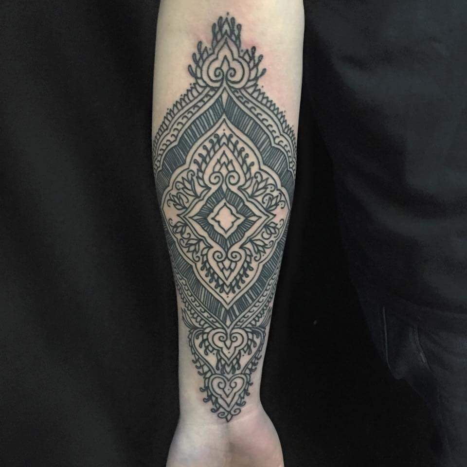 filigree-Tattoo-blackandgrey-linework-detail-LA-LosAngeles-besttattoo-besttattooartist-besttattooartists-top-pictures-images-photo-tat-ink-inked-tinedefiore-guestartist-rabblerousertattoo
