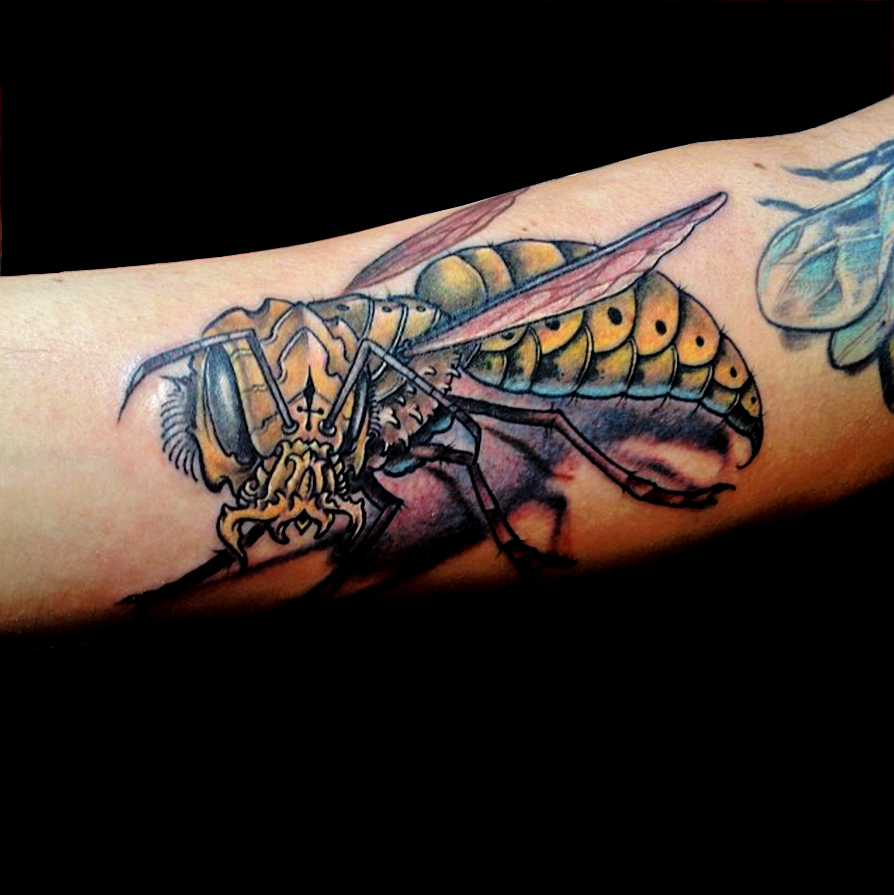 adam_parrot_metal_wasp_bee_tattoo_losangeles.jpg
