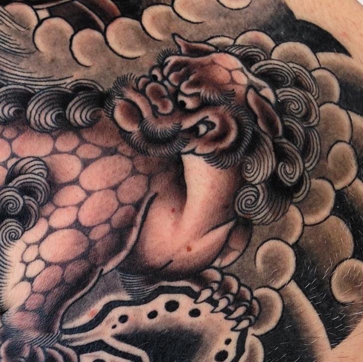 steve_delgado_karashishi_foodog_japanese_blackandgrey_tattoo_losangeles.jpg