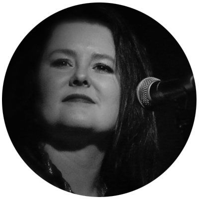 Jacqui Knox / Vocals  Jacqui is also an accomplished keyboard player and well known singer based in the Wairarapa. Jacqui has an amazingly soulful voice that sends shivers down the spine during her vocal solos and leaves audiences spellbound.