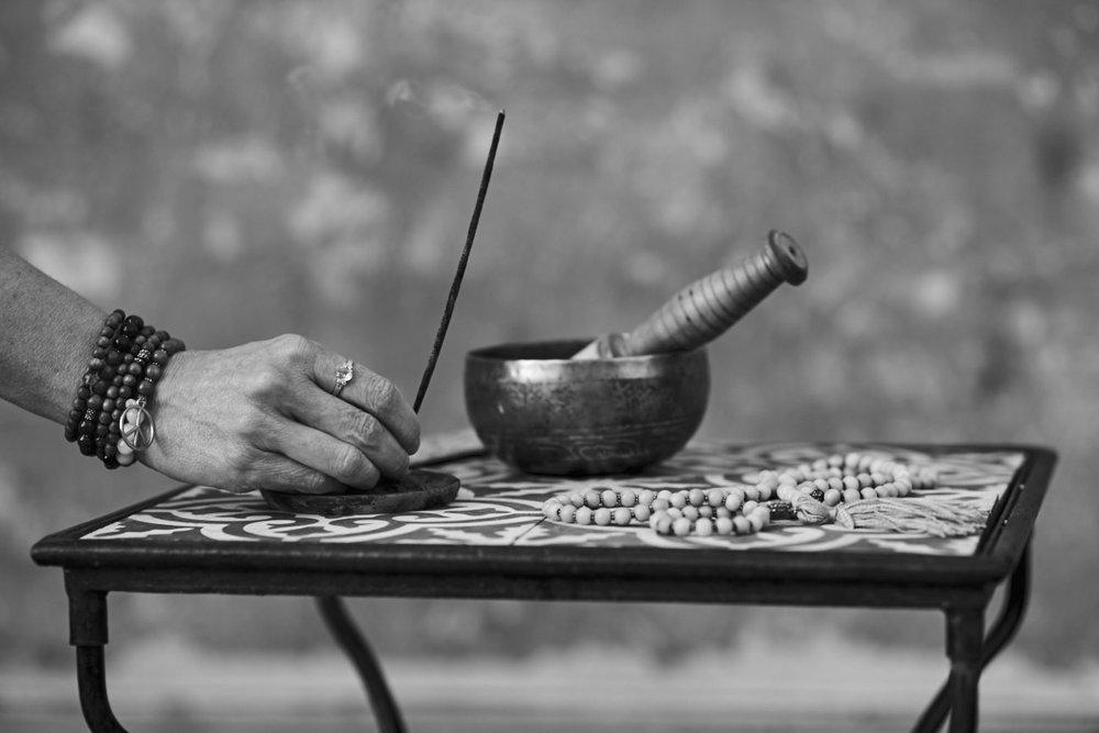 """Prova MediYoga - mot stress och utbrändhet   MediYoga är en lugn terapeutisk yogaform som utgår från klassisk kundaliniyoga, med inslag av ayurveda och traditionell kinesisk medicin.  Denna yogaform är ett fantastiskt verktyg för återhämtning och läkning vid långvarig stress. Den lär dig också hur du kan """"rusta dig"""" för den stress som finns i din vardag och öva på att känna efter vad du behöver för att må bra. Denna inspirationsklass passar för dig som är eller har varit utbränd,har sömnproblem, värk i kroppen eller som upplever mycket stress i ditt liv och letar efter ett verktyg att hantera den.  Yogapasset består av andningsövningar, mjuka yogarörelser,meditation och avslappning samt lite prat om vad som händer i vår kropp och vårt sinne när vi utsetts för stress. Du behöver inte har några förkunskaper. Alla är välkomna,   Lärare:  Agneta Beckman"""