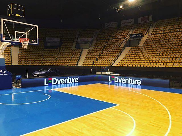 @ledventure_official levererar Perimeter till EM-kvalet i Basket på hovet i Stockholm.  #ledscreen #ledskärm #em-kval #basketse #basket