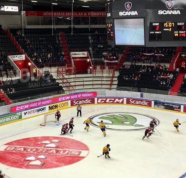 #trekronor möter Lettland i en träningslandskamp i #scaniarinken i Södertälje.  LEDventure är på plats med 30m Perimeter för exponering av landslagets partners.  Se matchen på TV4 Sport eller TV12 nu kl 13.00.  #ledskärm #ledscreens #perimeter