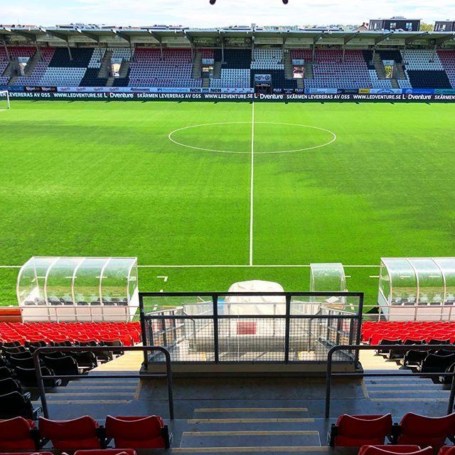 @oskfotboll är redo för match efter VM-uppehållet!! ⚽️⚽️🤩 #ledscreen #nöjdkund #perimeter #fotboll