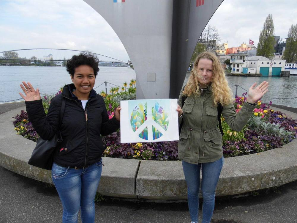 Global Wave 2015 at the peace monument marking the corner of France, Germany and Switzerland     — at   Dreilaendereck, Basel  .