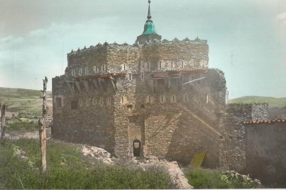 12 Castillo coloreada.jpg