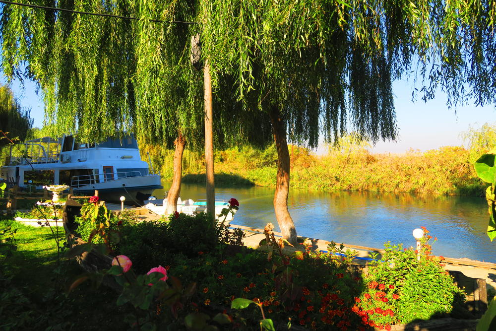 Vasul Restaurant RÂURENI pe   Canalul DUNAVĂȚ