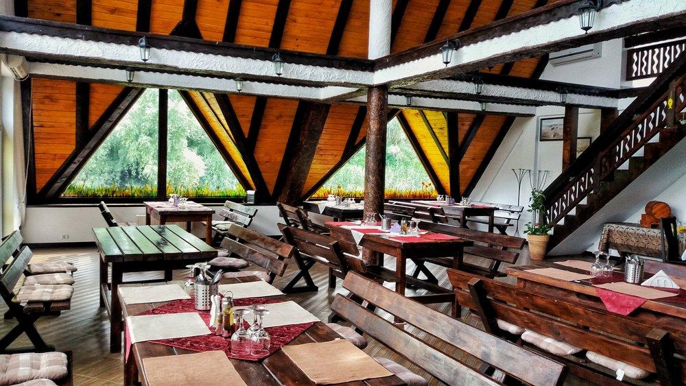 Restaurant Pensiunea Delta Paradis    Foto credit: Gogosse Photography