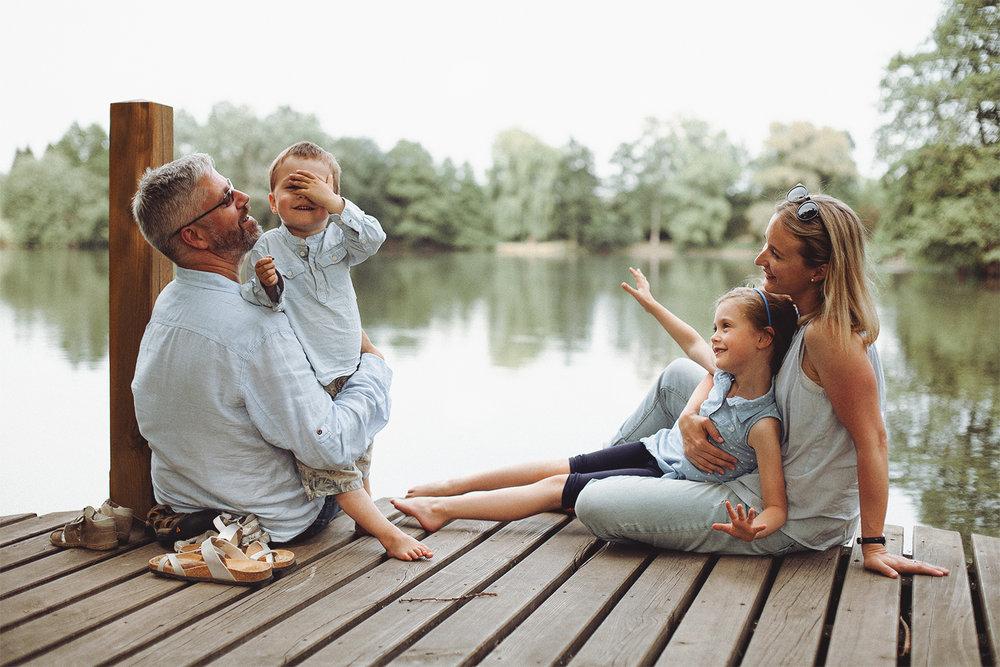 Family photoshoot in gardens (7).jpg