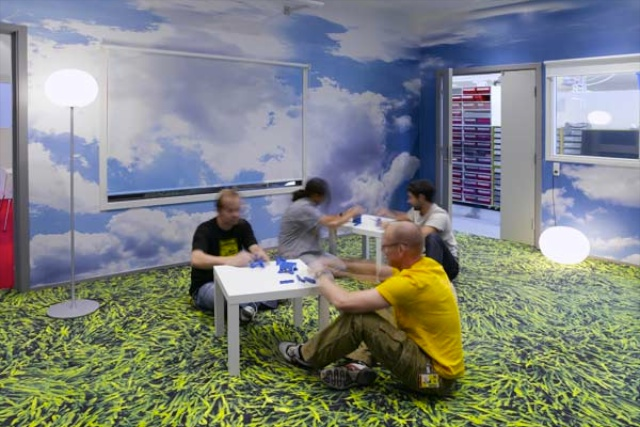 Digital wallpapers and floor graphic boost moral and product development at Lego.