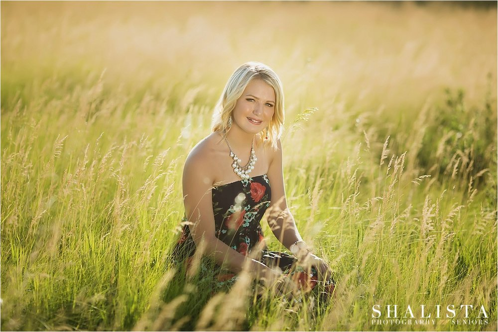 Prairie Meadow outdoor senior photos | Shalista Photography