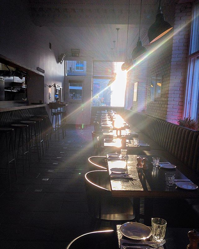 Well looks like the sun is paying a rare visit to #slighhouse this morning, though don't be alarmed, it's supposedly always there.. In other news, it's Thursday, which is basically Friday, and what better way to celebrate then with a cheeky cocktail this after? 🌝🍹Come say howdy, open at 12 o'clock daily!  #edinburghcocktailbar #cocktailbar #edinburghfoodies #georgeivbridge #booze #yas
