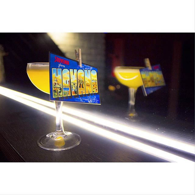 A somewhat classy photograph of one of our finest tipples! 'Havana Good Time' - Havana 7, Merlet Creme de Poire, homemade pineapple and lime juice, absinthe dash. And a postcard to commemorate your tropical experience. @_havanaclub #slighhouse #edinburghcocktails #georgeivbridge #edinburghrestaurants #havanaclub #cocktails