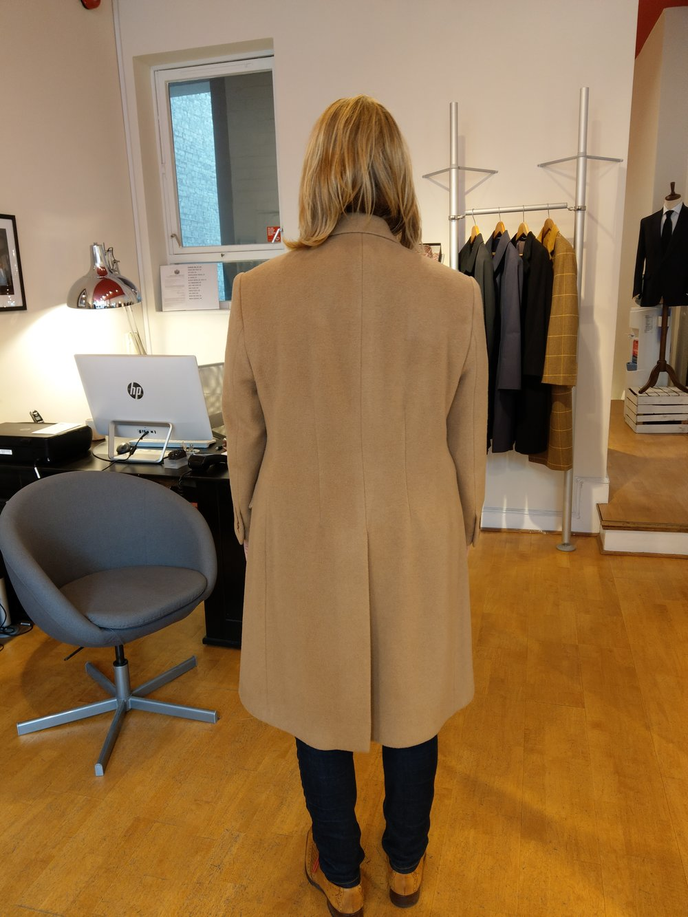 susannah-hall-tailor-coat-overoat-cashmere-camel-design-bespoke-ladies-tailoring-uk-made-britain-detail.jpg