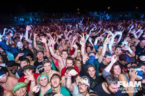 (this is in Lubbock TX for EDM- meanwhile a band that 99.5 KISS plays couldn't fill 210Kapones on a Friday night)