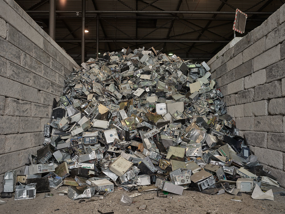 Urban Mine LOCATION SIMS Recycling, Eindhoven, The Netherlands DESCRIPTION The recycling of electronics waste, also called 'urban mining', is a promising alternative to conflict minerals. For example, about 40 cell phones contain the same amount of gold as one ton of gold ore.
