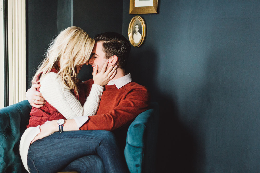 ALY & JUSTIN: COZY COFFEE SHOP ENGAGEMENT