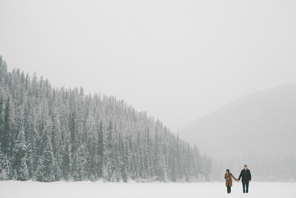 194-264-manning-park-winter-engagement.jpg