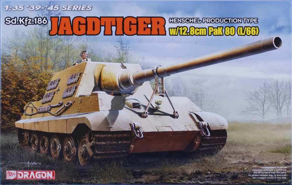 Prototype design of Jagdtiger with longer (12.8cm PAK L/66) gun. Production version 12.8cm L/55 gun is also in the box.