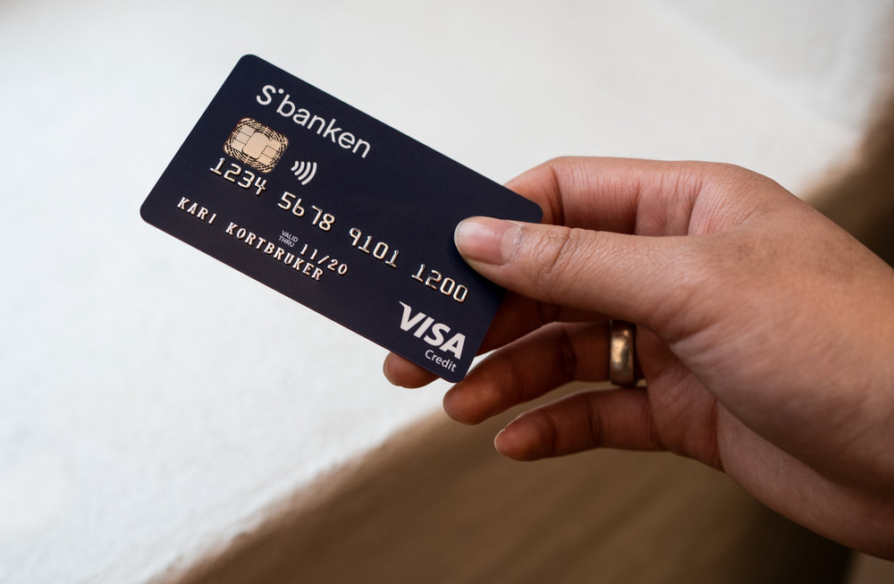 → Credit card with custom core colours