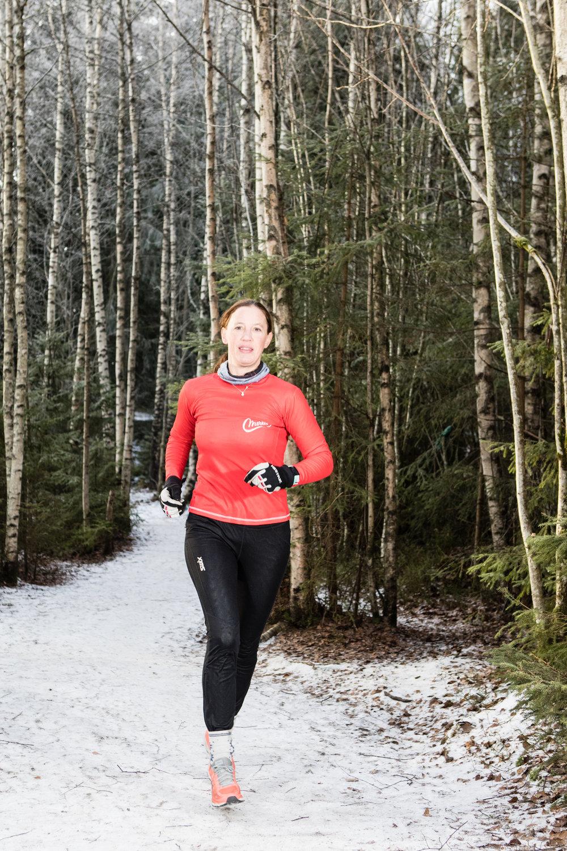 Berit Holås Johannesen  Berit er en aktiv, ivrig trener og småbarnsmamma. De siste årene har sykling og løping vært hennes hovedaktivitet. Hun sykler i skogen, på landeveien eller på snø. Hun har vært med å vinne Den store styrkeprøven Gjøvik – Oslo og har med meritter som 3:28 på Birken og 2:55 og seier i Kongerittet, vet hun hva som skal til for å hevde seg høyt og prestere i konkurranser.  Berit har trener utdannelse Norges idrettshøgskole og trives best ute og jobber hos Merkes med utendørs kondisjonsidretter og konkurranseforberedelser.